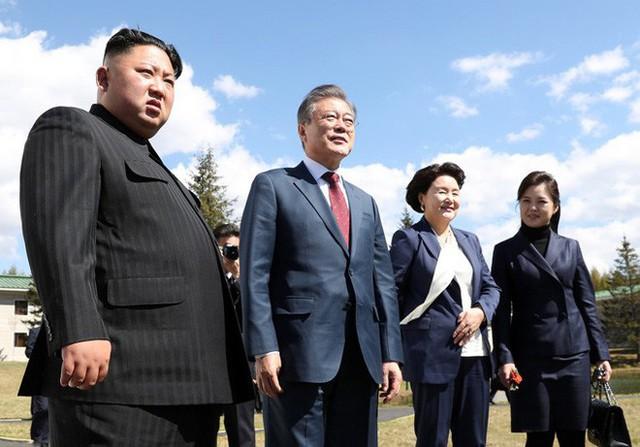 Những mẫu túi xách hàng hiệu chất đến từng đồng của phu nhân ông Kim Jong Un - Ảnh 12.
