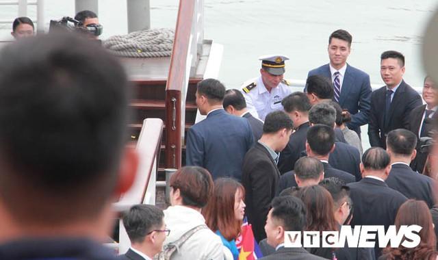 Những hình ảnh mới nhất phái đoàn Triều Tiên lên tàu 5 sao tham quan vịnh Hạ Long - Ảnh 13.