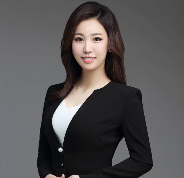 Nữ phóng viên Hàn gây sốt mạng xã hội Việt: Xinh đẹp tài năng, từng thi Hoa hậu - Ảnh 3.