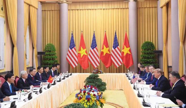 [NÓNG] Tổng thống Trump đã tới Phủ Chủ tịch để tham gia hội đàm cùng Tổng Bí thư, Chủ tịch nước Nguyễn Phú Trọng - Ảnh 4.