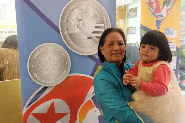 Nghỉ làm, xếp hàng 5 tiếng để mua xu bạc kỉ niệm Hội nghị thượng đỉnh Mỹ - Triều Tiên 2019 - Ảnh 6.