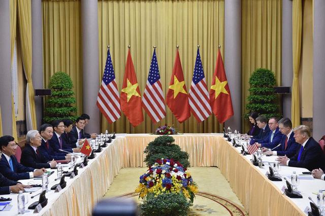 TT Trump trở về khách sạn sau hai buổi hội đàm cùng Tổng Bí thư, Chủ tịch nước Nguyễn Phú Trọng và Thủ tướng Nguyễn Xuân Phúc - Ảnh 6.