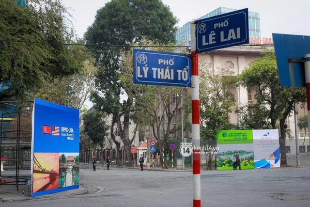 Nhiều tuyến phố Hà Nội vắng lặng, yên bình trước giờ diễn ra cuộc gặp thượng đỉnh giữa Tổng thống Donald Trump và Chủ tịch Kim Jong Un - Ảnh 6.