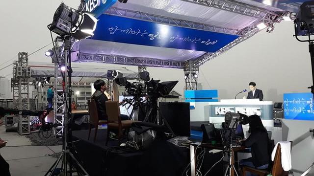 Không chỉ có MBC News, nhiều hãng thông tấn quốc tế cũng chọn được những địa điểm chất không kém ở Hà Nội để dẫn bản tin thời sự - Ảnh 8.
