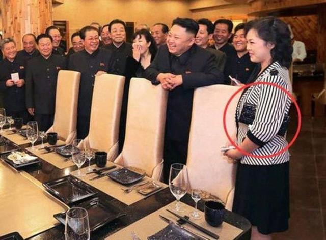 Những mẫu túi xách hàng hiệu chất đến từng đồng của phu nhân ông Kim Jong Un - Ảnh 9.