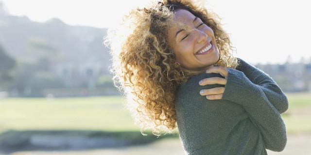 Quá nghiêm khắc với chính mình làm gì trong khi cuộc đời chẳng ai là hoàn hảo: 4 bước tập thiền đơn giản giúp bạn biết yêu bản thân nhiều hơn - Ảnh 1.