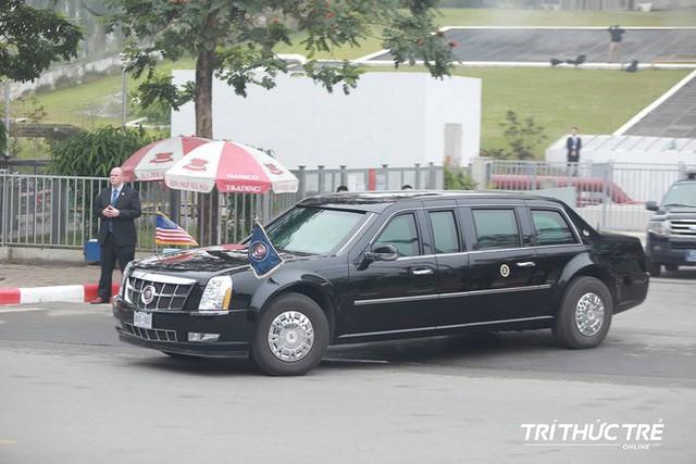 Thượng đỉnh ngày 2: Đoàn siêu xe The Beast của TT Trump xuất phát di chuyển đến khách sạn Metropole - Ảnh 2.
