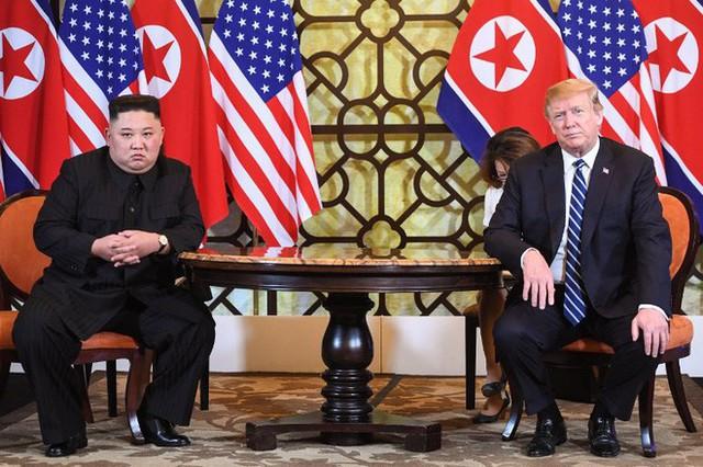 Thượng đỉnh ngày 2: TT Trump và chủ tịch Kim đến khách sạn Metropole, bắt đầu chương trình đối thoại - Ảnh 1.