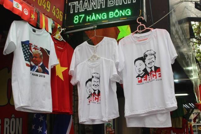 Thức đêm in áo hình nguyên thủ Mỹ - Triều Tiên, doanh thu tăng 6 lần - Ảnh 3.