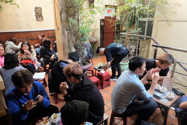 Chủ cafe Giảng: Khách đông khủng khiếp, không tính nổi bán bao nhiêu cốc đợt thượng đỉnh - Ảnh 3.