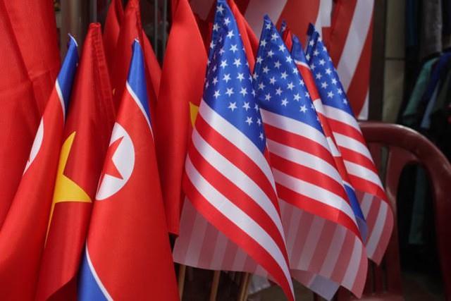 Thức đêm in áo hình nguyên thủ Mỹ - Triều Tiên, doanh thu tăng 6 lần - Ảnh 6.