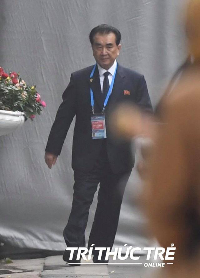 Thượng đỉnh ngày 2: TT Trump và chủ tịch Kim đến khách sạn Metropole, bắt đầu chương trình đối thoại - Ảnh 8.