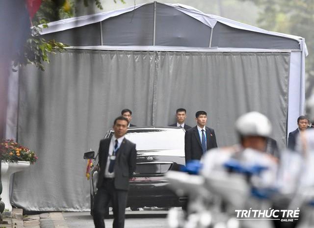 Thượng đỉnh ngày 2: TT Trump và chủ tịch Kim đến khách sạn Metropole, bắt đầu chương trình đối thoại - Ảnh 9.
