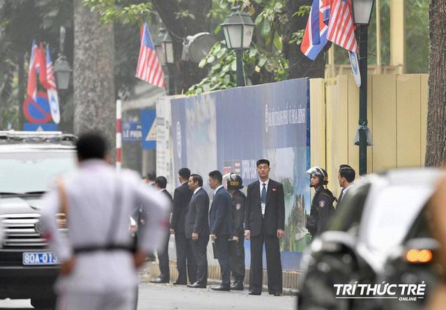 Thượng đỉnh ngày 2: TT Trump và chủ tịch Kim đến khách sạn Metropole, bắt đầu chương trình đối thoại - Ảnh 10.