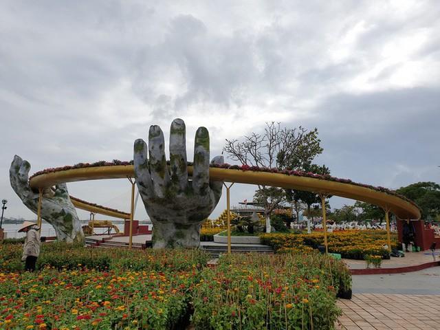 Cầu Vàng đọ dáng cầu Rồng ở đường hoa bên bờ sông Hàn - Ảnh 4.