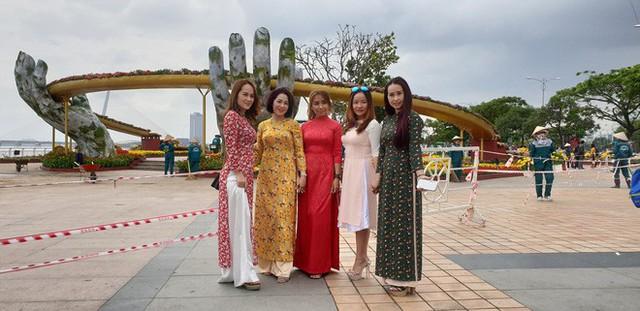 Cầu Vàng đọ dáng cầu Rồng ở đường hoa bên bờ sông Hàn - Ảnh 10.