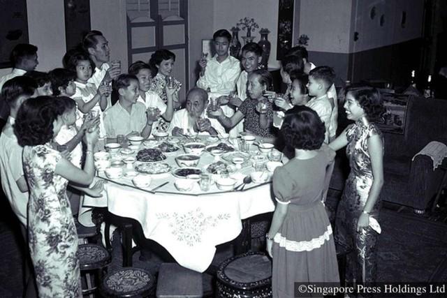 Hình ảnh người Singapore đón Tết âm lịch trong quá khứ và hiện tại - Ảnh 1.