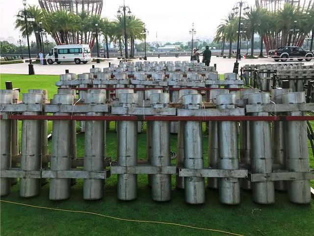 Trận địa 2.700 quả pháo hoa chờ khai hoả đón giao thừa ở Sài Gòn - Ảnh 17.