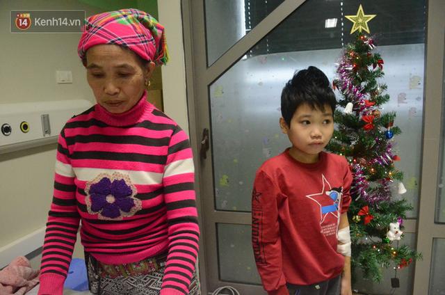 Xót lòng những đứa trẻ phải đón tết trước cổng bệnh viện ở Hà Nội: Nhắc đến quê nhà lại ứa nước mắt vì nhớ - Ảnh 3.