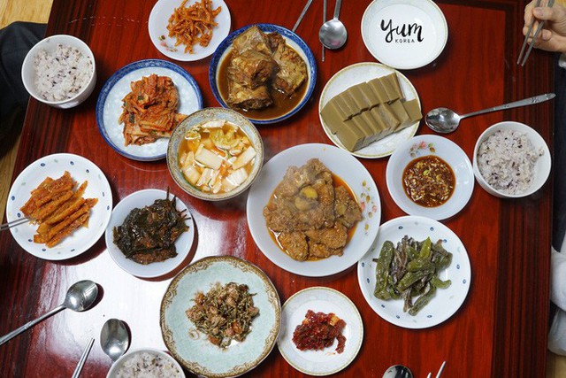 Khám phá mâm cỗ đầu năm mới của người Hàn Quốc: hấp dẫn và cầu kỳ đến khó tả - Ảnh 1.