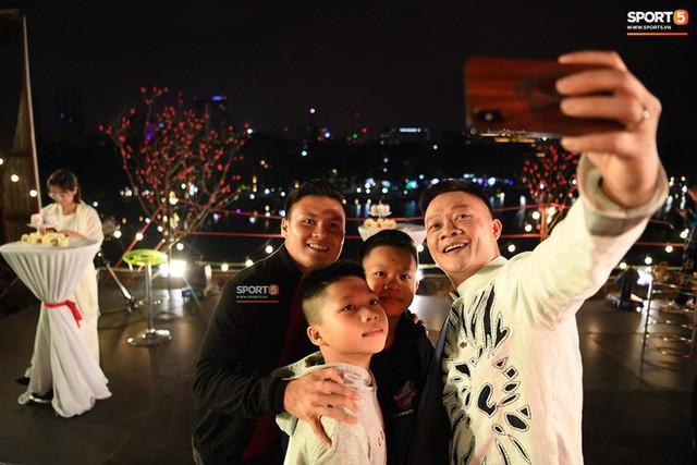 Quang Hải đón giao thừa năm 2019 ở địa điểm đặc biệt nhất trong đời - Ảnh 2.