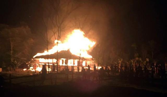 Căn nhà đỏ rực lửa trong đêm giao thừa do đun nồi bánh trưng cháy bén - Ảnh 1.