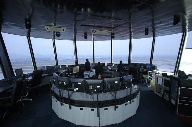 Đột nhập đài kiểm soát không lưu Nội Bài  - Ảnh 2.