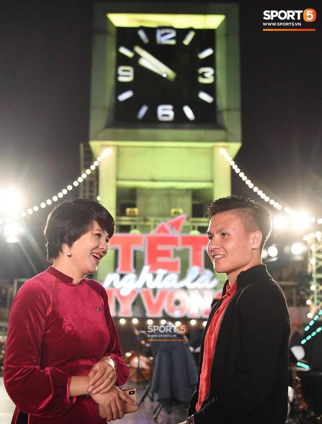 Quang Hải đón giao thừa năm 2019 ở địa điểm đặc biệt nhất trong đời - Ảnh 4.