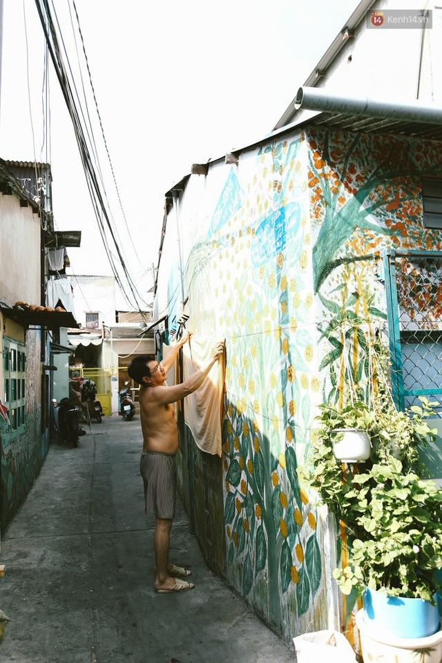 Ông giáo về hưu mang đến những bức tranh mùa xuân mới trong con hẻm nhỏ bình dị ở Sài Gòn - Ảnh 11.
