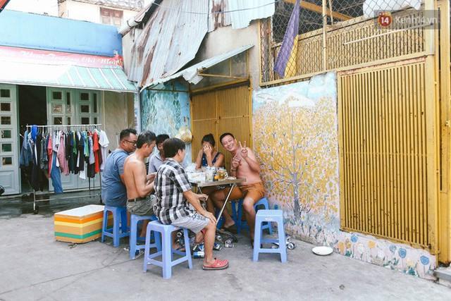 Ông giáo về hưu mang đến những bức tranh mùa xuân mới trong con hẻm nhỏ bình dị ở Sài Gòn - Ảnh 12.