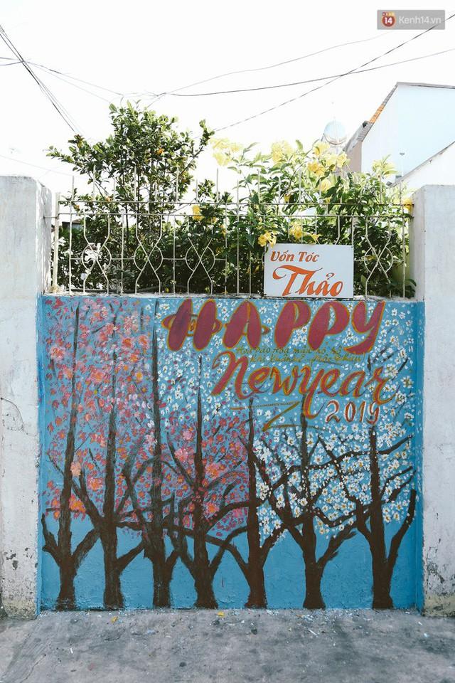 Ông giáo về hưu mang đến những bức tranh mùa xuân mới trong con hẻm nhỏ bình dị ở Sài Gòn - Ảnh 13.