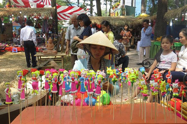 Đi chơi tết, dân Sài Gòn thích thú ngắm kỳ hoa dị thảo - Ảnh 23.
