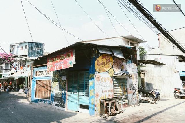 Ông giáo về hưu mang đến những bức tranh mùa xuân mới trong con hẻm nhỏ bình dị ở Sài Gòn - Ảnh 4.