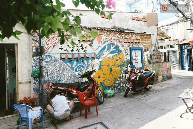 Ông giáo về hưu mang đến những bức tranh mùa xuân mới trong con hẻm nhỏ bình dị ở Sài Gòn - Ảnh 6.