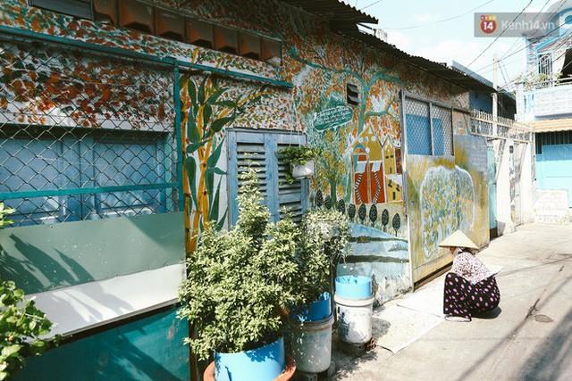Ông giáo về hưu mang đến những bức tranh mùa xuân mới trong con hẻm nhỏ bình dị ở Sài Gòn - Ảnh 7.
