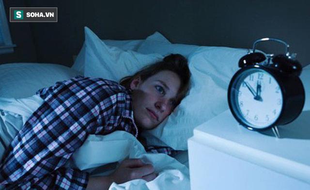Người đi ngủ sau 12 giờ hàng ngày cơ thể tổn hại ra sao: 4 hậu quả bạn nhất định phải biết - Ảnh 1.