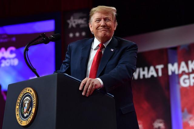 """New York Times: Liệu Tổng thống Donald Trump có đang đánh đổi tương lai nước Mỹ chỉ vì """"một núi đậu nành""""? - Ảnh 1."""