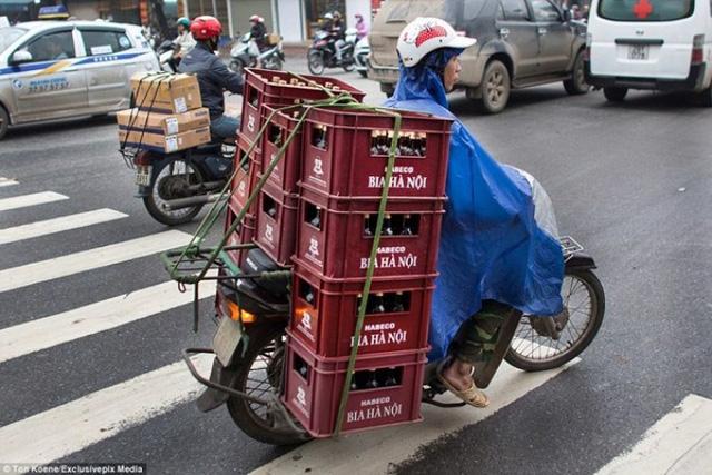 """New York Times: Mảnh giấy """"Hướng dẫn sang đường"""" và trải nghiệm giao thông kinh hoàng của khách quốc tế ở Việt Nam - Ảnh 2."""