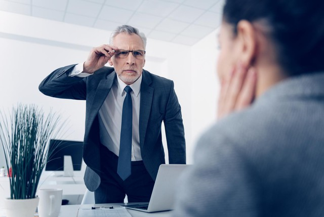 Sếp nghiêm khắc cũng là vì muốn tốt cho nhân viên, nhưng khó tính kiểu này thì nên đi ngay và luôn vì bạn sẽ chẳng bao giờ có cơ hội mà phát triển! - Ảnh 2.