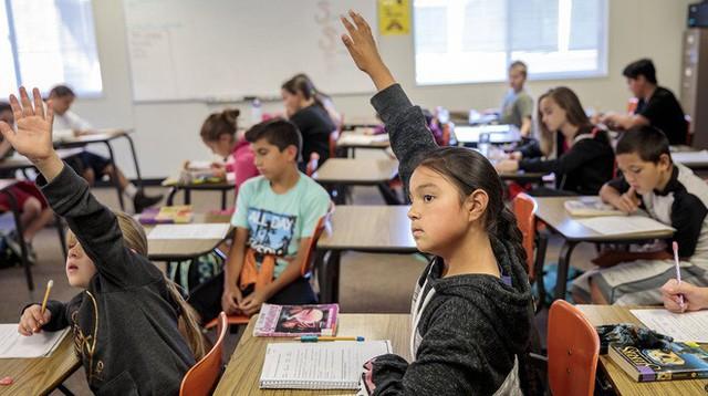 Ít nhất 800 học sinh ở một quận của Mỹ sẽ bị đình chỉ học nếu chưa tiêm phòng sởi - Ảnh 2.