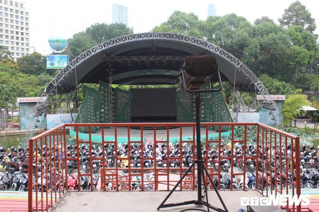 Ảnh: Nhiều công viên ở TP.HCM tiếp tục bị xẻ thịt - Ảnh 3.