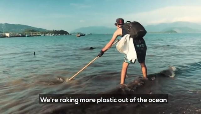 Clip về sự thay đổi của bãi biển Nha Trang nhờ nhóm bạn ngoại quốc khiến cộng đồng trầm trồ: Nơi ngập rác thành sân bóng cho trẻ em - Ảnh 5.
