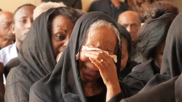 Tears aroused at the funeral of Ethiopian Airlines pilot - Photo 2.