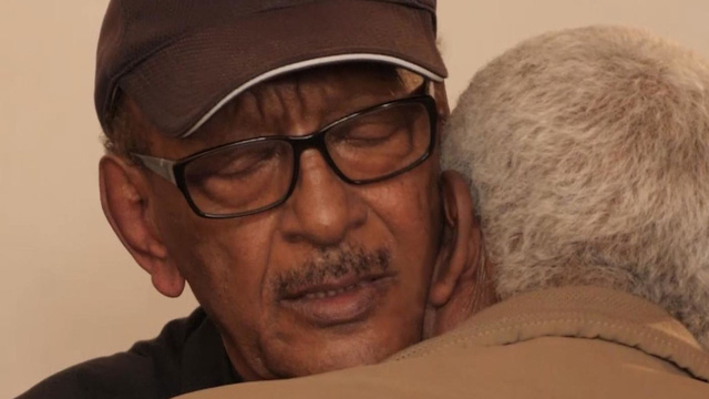 Tears aroused at the funeral of an Ethiopian airline pilot - Photo 6.
