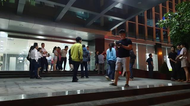 Hàng trăm người bao vây công ty bất động sản tại Đà Nẵng đòi sổ đỏ xuyên đêm - Ảnh 1.