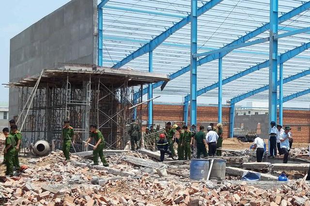 Hiện trường vụ sập tường làm 6 người chết ở Vĩnh Long - Ảnh 1.