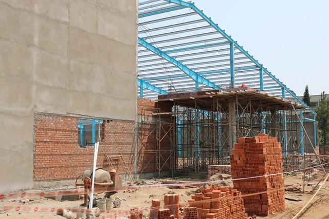 Hiện trường vụ sập tường làm 6 người chết ở Vĩnh Long - Ảnh 11.