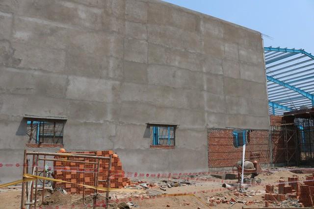 Hiện trường vụ sập tường làm 6 người chết ở Vĩnh Long - Ảnh 13.