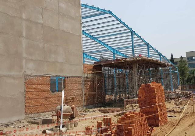 Hiện trường vụ sập tường làm 6 người chết ở Vĩnh Long - Ảnh 3.