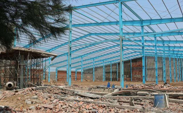 Hiện trường vụ sập tường làm 6 người chết ở Vĩnh Long - Ảnh 8.